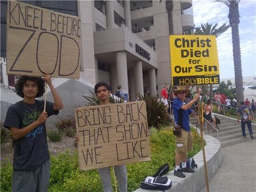 ComicCon2013-protests