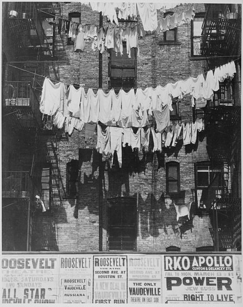 475px-Rows_of_laundry_outside_a_New_York_City_apartment_house,_1935